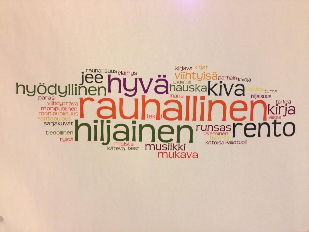 Tunnelmaa musiikkiosaston ovelta Lappeenrannan pääkirjastossa. Kuva: Meri Kytö.
